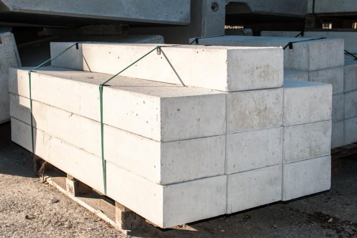 Blockstufen am Lagerplatz Villacher Schleuderbetonwerk Habernig