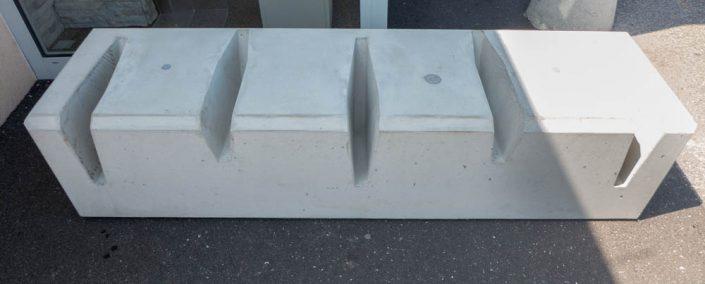 Frontalansicht Fahrradständer aus Beton
